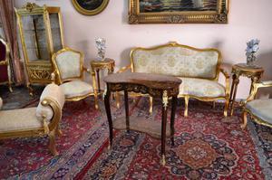 Tavolino a fagiolo intarsiato stile Luigi XV