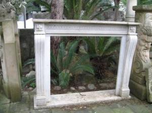 Elegante camino in marmo di carrara