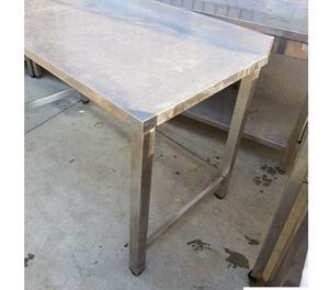 Tavolo aperto un ripiano inferiore e alzat posot class - Tavoli da disegno usati ...