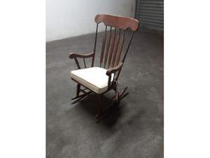 Sedia a dondolo in legno