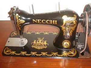 Macchina da cucire necchi con mobiletto posot class for Pedale per macchina da cucire necchi