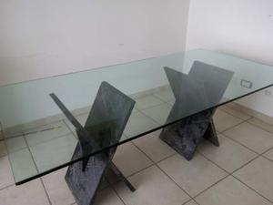 Tavolo in vetro con base di marmo