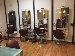 Vendo arredamento per parrucchiere e centro estetico