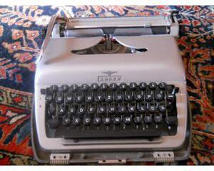 Macchina da scrivere tedesca adler vintage anni 40