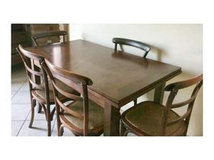 Tavolo allungabile in legno con 5 sedie