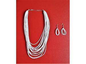 Collana e orecchini di perline bianche