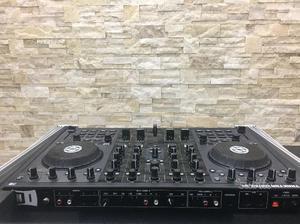 Console DJ TRAKTOR KONTROL S4 + Flight Case