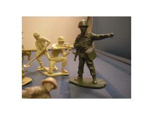 Soldatini in plastica anni 70 vari scala 1/32 - n.9 pezzi