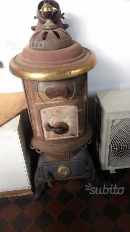 Stufa bruciatutto in ghisa comfort stove posot class for Stufa a legna parlor