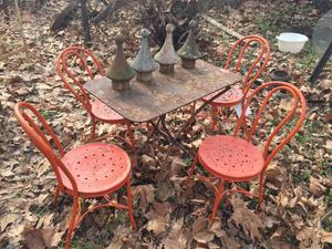 Antiche sedie in ferro inchiodato