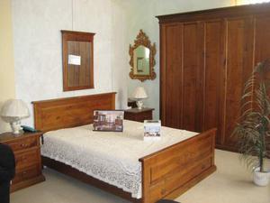 Camera arte povera, in legno massello di noce, sconto 48%