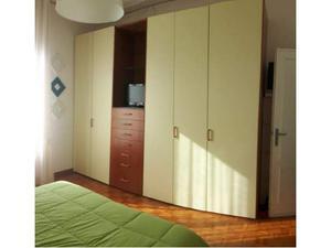 Camera matrimoniale completa come nuova in legno (ciliegio)