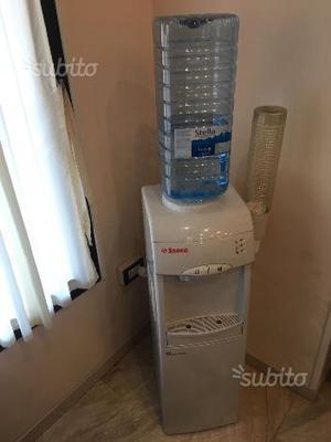 Distributore acqua fresca boccione con frigo SAECO