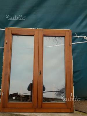 Finestre in legno doppio vetro posot class for Scurini per finestre