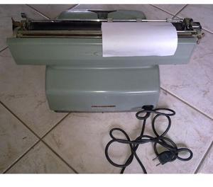 Macchina da scrivere elettrica Olivetti Lexikon 80 E.