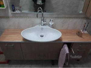 Mobile bagno sospeso