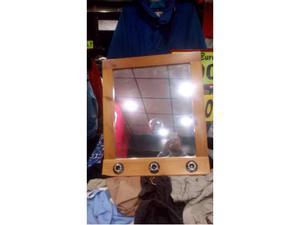 Elegante specchio in legno con 3 punti luce. 61 x  euro