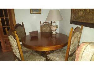 Tavolo apribile con 4 sedie e lampada