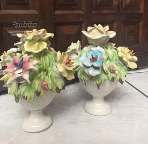 Due Vasetti di Fiori in Porcellana. Anni 60