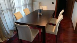 Tavolo in legno di rovere scuro