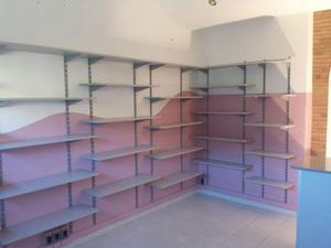 Arredamento per negozio praticamente nuovo (12 mesi).