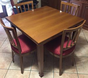 Tavolo quadrato in legno di noce e 4 sedie