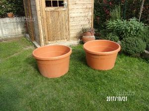 Vasi mastelli in plastica nera diametro cm 40 posot class for Vasi da giardino in plastica