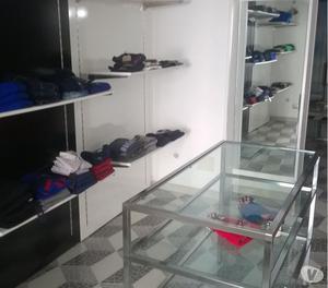 arredamento completo per negozio abbigliamento o altre tipol