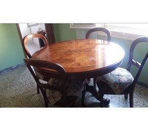 Vetrina in noce con tavolo rotondo e 4 sedie