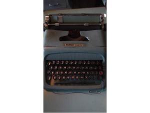 Vendo vecchia macchina da scrivere olivetti studio 44