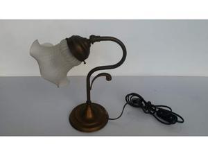 lampada classica da tavolo con vetro a tulip vintage