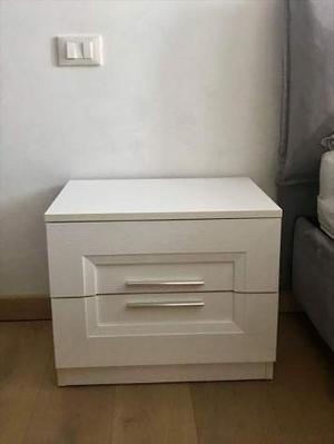 2 comodini in legno bianco