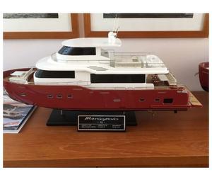 3 modellini di imbarcazioni in scala