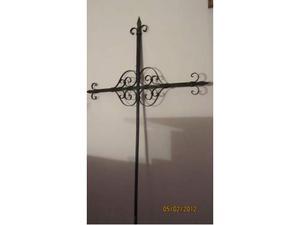 Croce antica in ferro battuto