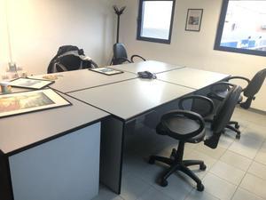 Scrivanie da ufficio in buono stato con sedie girevoli
