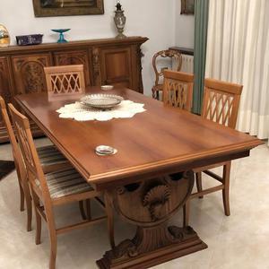 Tavolo da pranzo e sei sedie