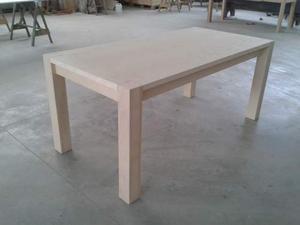 Tavolo in Frassino con gambe a vista