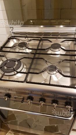 Cucina piano cottura a gas fuochi da appoggio posot class - Cucina induzione con forno ...
