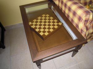 tavolinetto a bacheca in legno massello e vetro