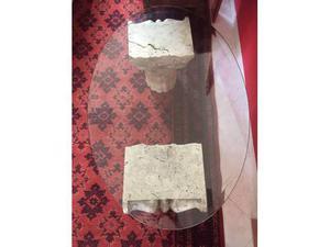 Tavolino cristallo e capitelli in marmo
