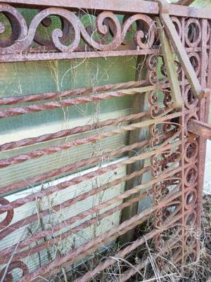 Cancello in ferro battuto.antico