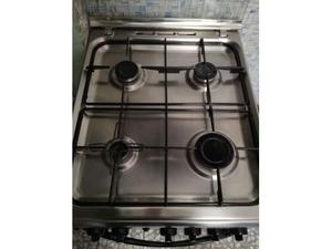 Cucina indesit 4fuochi forno elettrico 160 posot class - Cucina a gas con forno elettrico ...