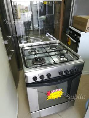 Cucina indesit 4 fuochi e forno posot class for Fornello elettrico ikea