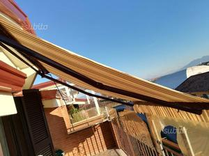 Tenda da balcone a braccio posot class for Balcone giardino