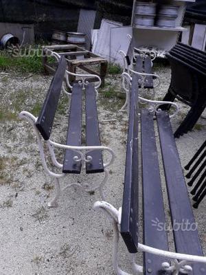 Panchine in ferro e legno