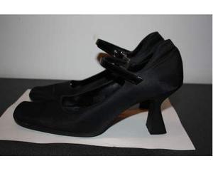 Scarpe da donna eleganti di Moschino