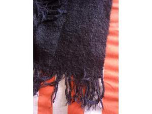 Sciarpa in lana di colore nero