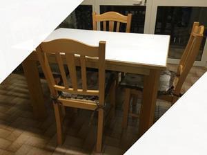 Tavolo con sei sedie in legno