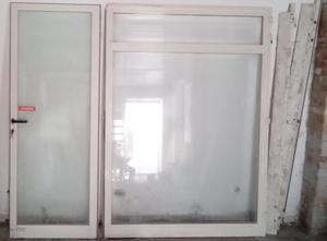 Vendo vetrina per negozio con porta ingresso posot class - Altezza porta ingresso ...