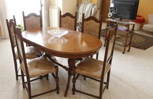Tavolo da pranzo in legno massello lucido (con sedie)